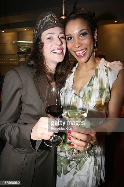 Annabelle Mandeng Und Julia Malik Bei Der Party Nach Der Eröffnung Der 57 Internationalen Berlinale Mit Dem Film 'La Vie En Rose' In Berlin