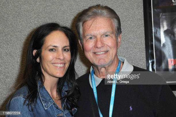 Annabeth Gish and Kent McCord attend the 2020 Hollywood Show held at Marriott Burbank Airport Hotel on February 1 2020 in Burbank California