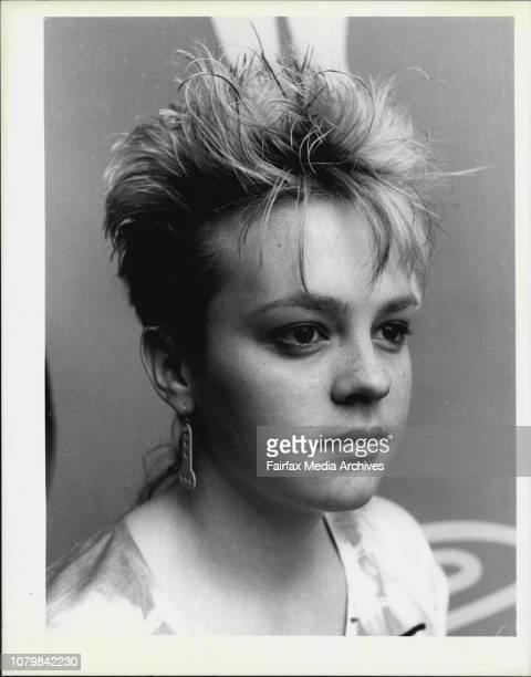 AnnaMari Dell'Oso having her hair gelled September 15 1983