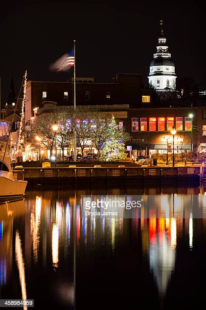 annapolis harbor decorated for the holidays at night - annapolis stock pictures, royalty-free photos & images