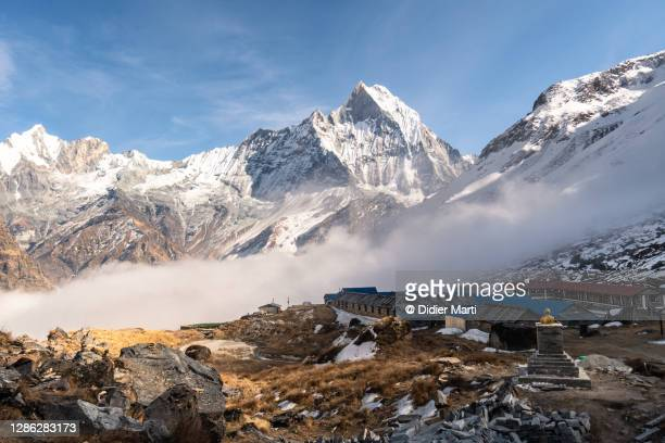 annapurna base camp and the machhapuchhare peak in the background in the himalaya in nepal - pokhara stock pictures, royalty-free photos & images