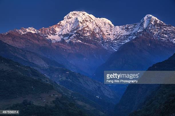 annapurna south, landruk, annapurna region, nepal - annapurna circuit stock photos and pictures