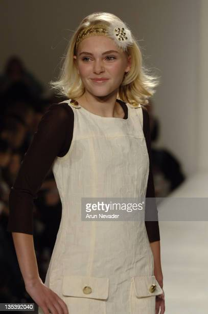 AnnaSophia Robb at Child Magazine Runway Show Fall 2007