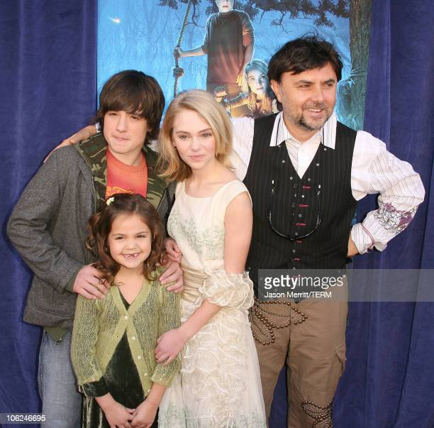 Annasophia Robb Bailee Madison and Josh Hutcherson with Gabor Csupo director