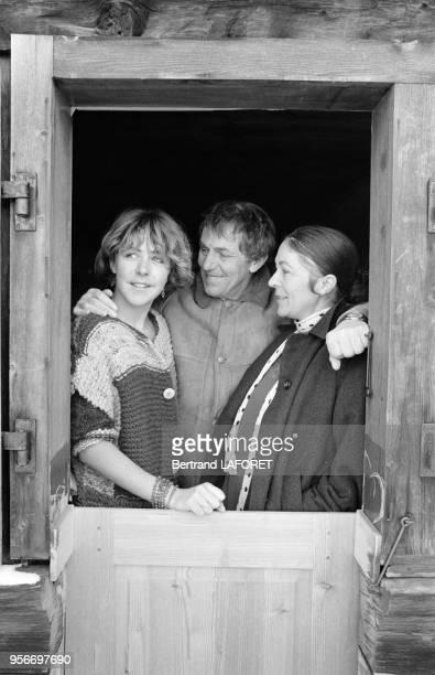 Anne Bennent aves son père heinz et sa mère Diane dans leur chalet à Valais en Suisse le 10 janvier 1980