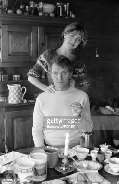 Anne Bennent et son père Heinz Bennent dans leur chalet à Valais en Suisse le 10 janvier 1980