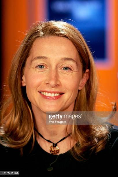 Anne Brochet on the set of TV show 'Vol de Nuit'