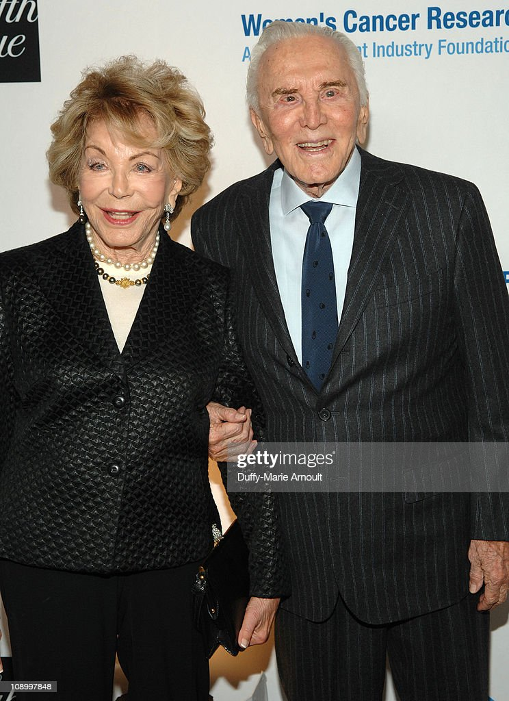 An Unforgettable Evening Benefiting EIF's Women's Cancer Research Fund - Arrivals