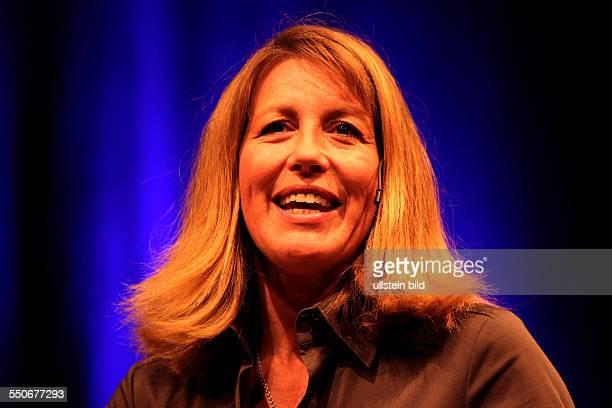 Anne Gesthuysen ist unterwegs mit deutschen Journalisten Gerd Ruge . Eine Hommage an einen grossen Journalisten im Rahmen der dritten lit.COLOGNE...