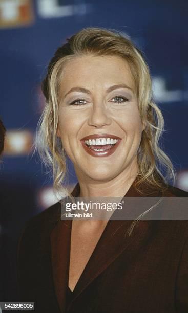 """Anne Gesthuysen, Moderatorin des RTL-Magazins """"Mein Morgen"""". Aufgenommen um 1999."""