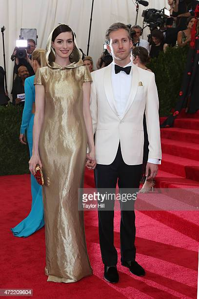 Anne Hathaway and Adam Shulman attend China Through the Looking Glass the 2015 Costume Institute Gala at Metropolitan Museum of Art on May 4 2015 in...