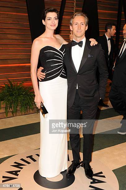 Anne Hathaway and Adam Shulman attend the 2014 Vanity Fair Oscar Party hosted by Graydon Carter on March 2 2014 in West Hollywood California