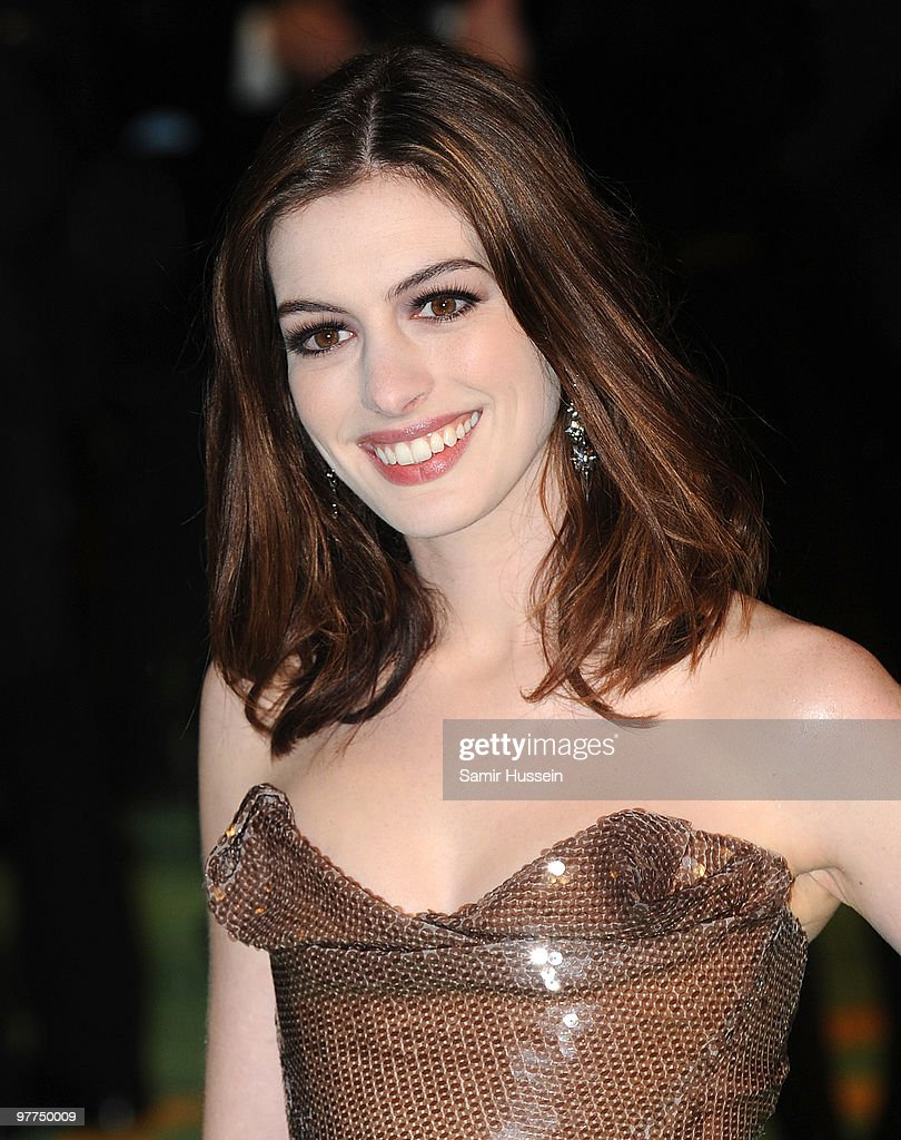 Anne Hathaway arrives for the Royal World Premiere of 'Alice in Wonderland' at the Odeon Leicester Square on February 26, 2010 in London, England.