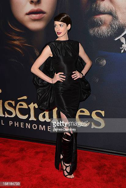 Anne Hathaway attends 'Les Miserables' New York premiere at Ziegfeld Theatre on December 10 2012 in New York City