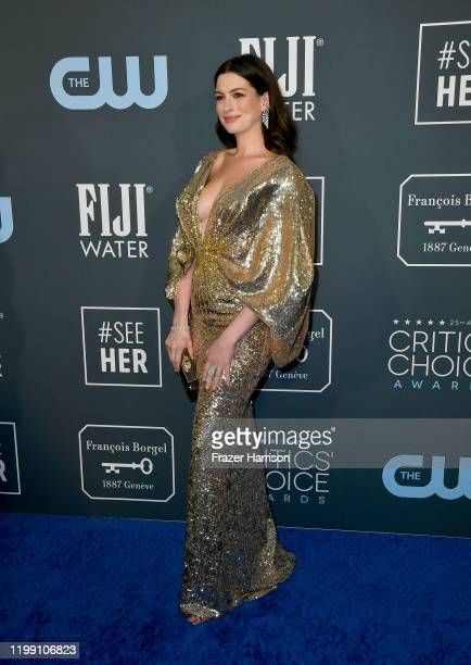 Anne Hathaway attends the 25th Annual Critics' Choice Awards at Barker Hangar on January 12, 2020 in Santa Monica, California.