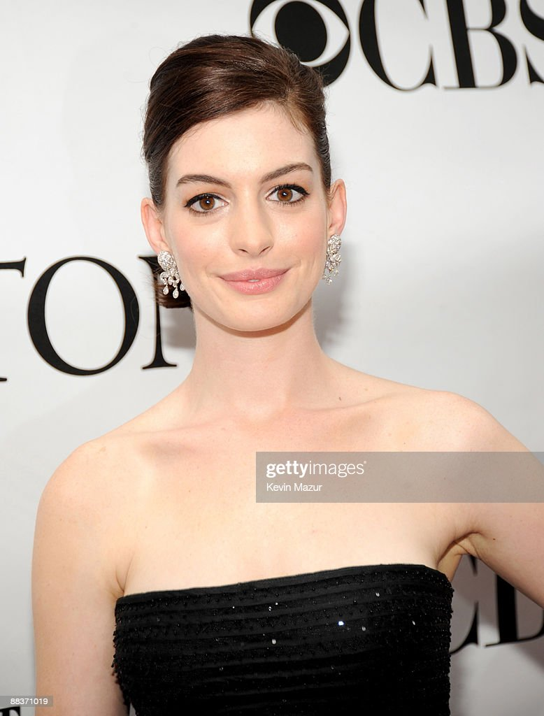 Anne Hathaway attends the 63rd Annual Tony Awards at Radio City Music Hall on June 7, 2009 in New York City.