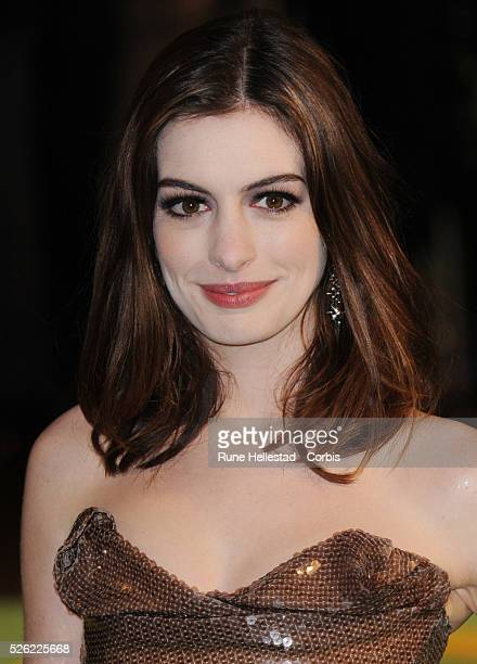 Anne Hathaway attends the premiere of 'Alice In Wonderland' at Odeon Leicester Square
