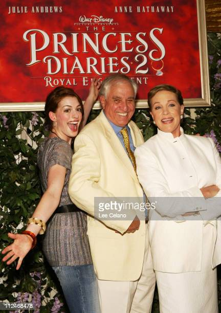 Anne Hathaway Garry Marshall director and Julie Andrews