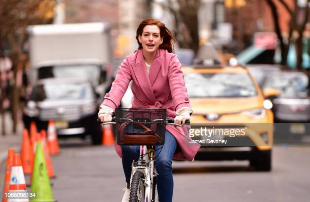 Anne Hathaway seen on location for 'Modern Love' in Manhattan on November 28 2018 in New York City