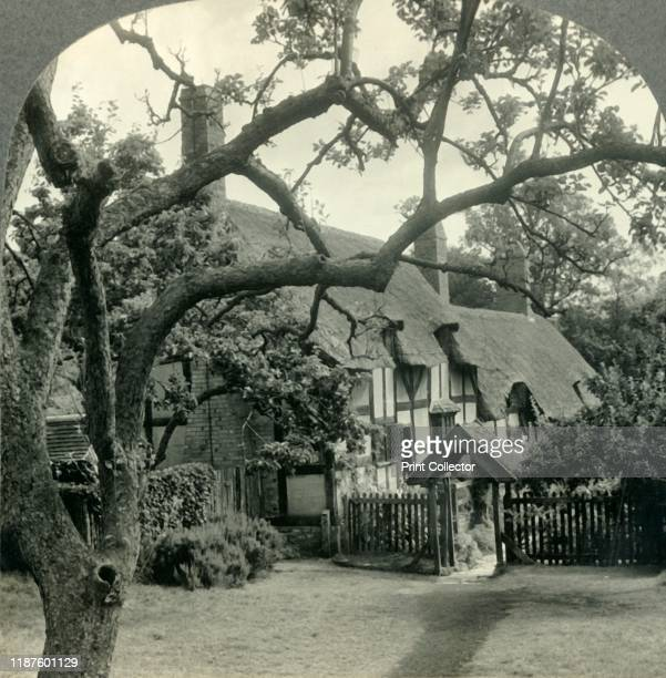 Anne Hathaway's Cottage Shottery England' circa 1930s 15th century Tudor farmhouse where Anne Hathaway the wife of William Shakespeare lived as a...