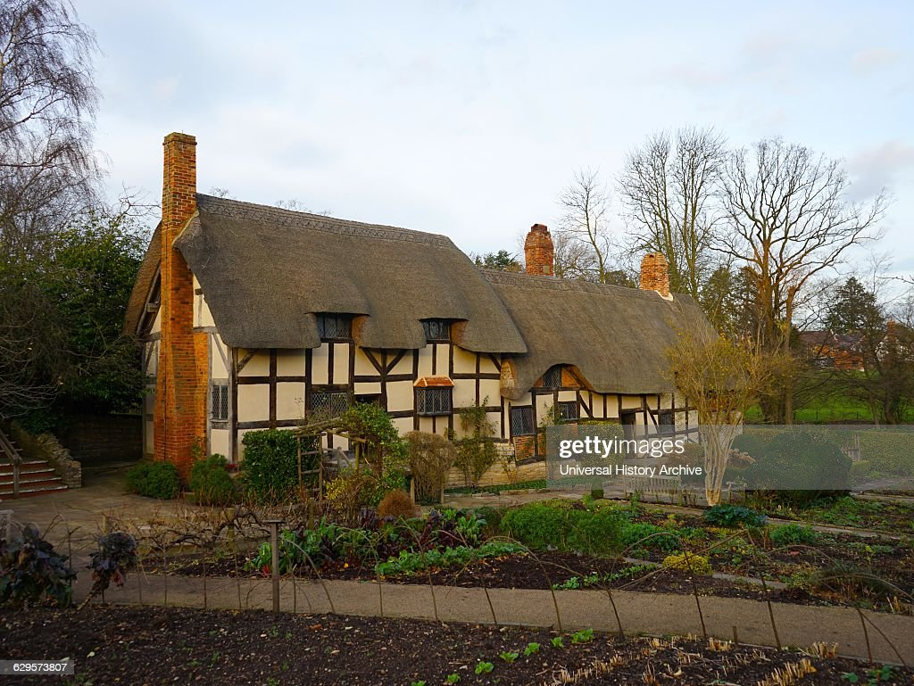 Cottage, where Anne Hathaway, the wife of William Shakespeare, lived : Fotografía de noticias