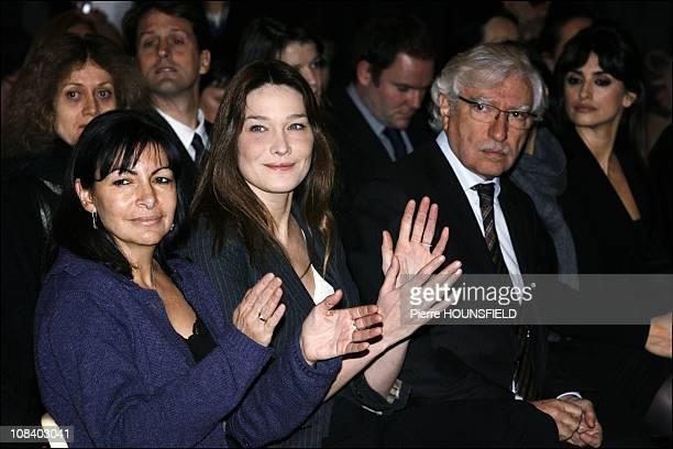 Anne Hidalgo Carla Bruni Sarkozy Penelope Cruz in Paris France on December 12 2008