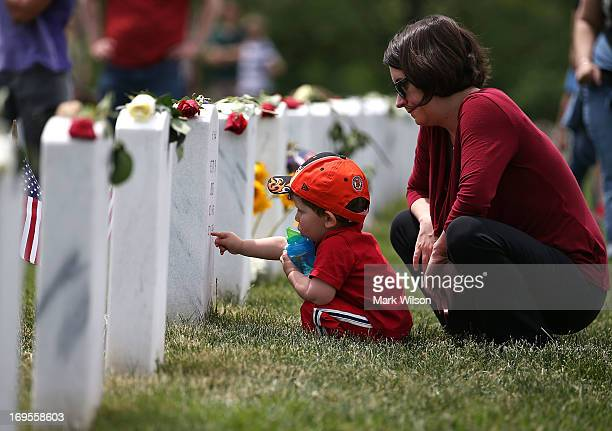 Anne Kornblut and her twoyearold son visit a gravesite in section 60 at Arlington Cemetery May 27 2013 in Arlington Virginia For Memorial Day...