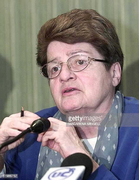 Anne Krueger general subdirector of Fondo Monetario Internacional speaks to the press in Santiago Chile 18 January 2002 Anne Krueger primera...