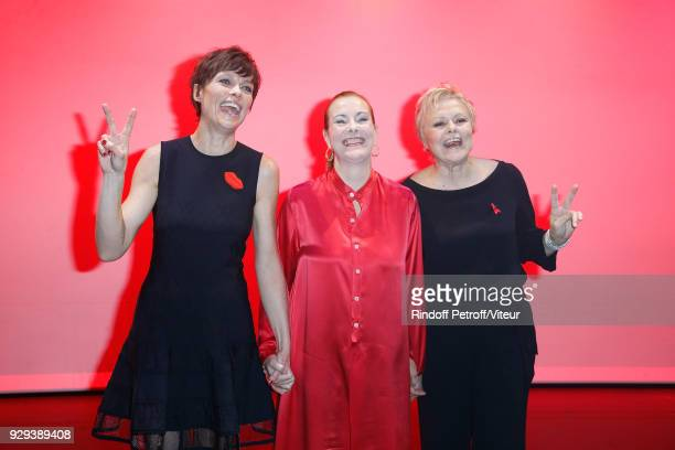 Anne Le Nen Carole Bouquet and Muriel Robin attend 'Les Monologues du Vagin' during 'Paroles Citoyennes 10 shows to wonder about the society' at...