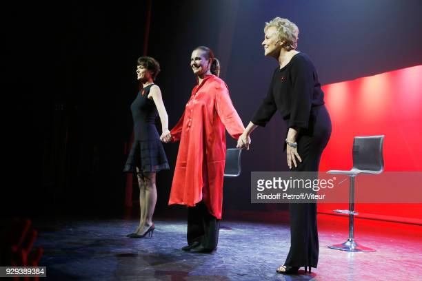 Anne Le Nen Carole Bouquet and Muriel Robin Perform 'Les Monologues du Vagin' during 'Paroles Citoyennes 10 shows to wonder about the society' at...