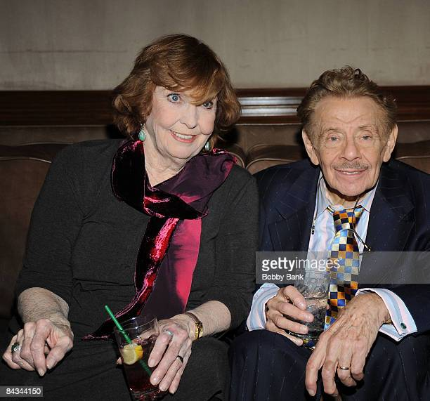 Anne Meara and Jerry Stiller pose backstage at the Jerry Stiller show at the Hilton Hotel & Casino on January 17, 2009 in Atlantic City, New Jersey.