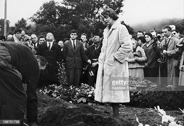 Anne Philipe Wife Of The French Actor Gerard Philipe During Her Husband'S Funeral In Ramatuelle On November 28 1959
