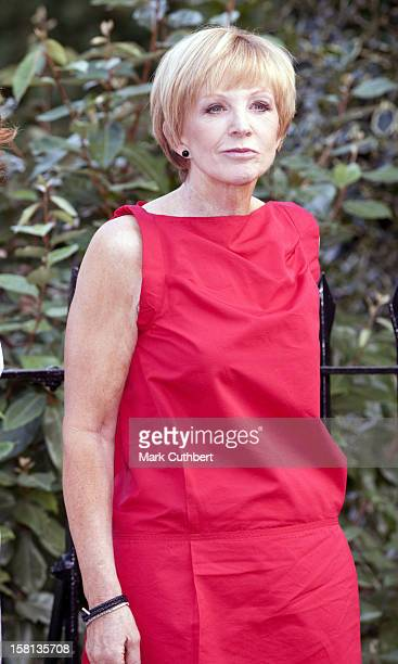 Anne Robinson At Sir David Frost'S Summer Garden Party In Carlyle Square Chelsea In London