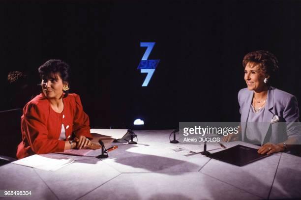Anne Sinclair reçoit Edith Cresson sur le plateau de l'émission télévisée 7 sur 7 le 19 mai 1991 à Paris France