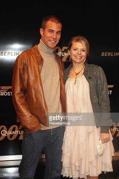 Anne Sophie Briest Und Ivo Szonn Bei Der 007 Ein Quantum Trost Premiere Im Cinestar Am Potsdamer Platz In Berlin Am 031108