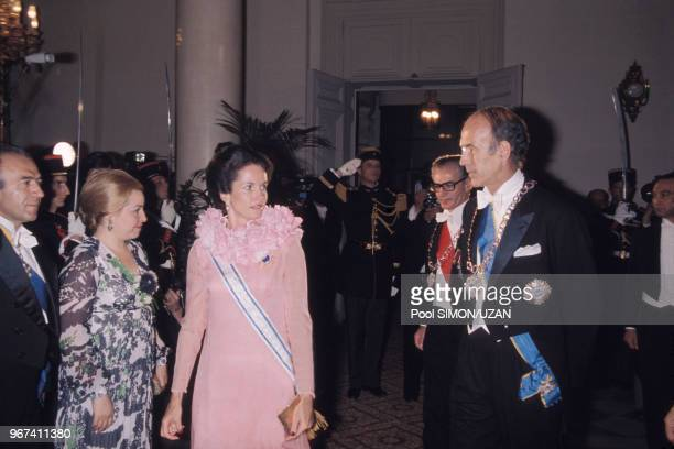 AnneAymone Giscard d'Estaing et Valéry Giscard d'Estaing lors d'une réception au palais de Versailles en l'honneur de l'impératrice d'Iran Farah Diba...