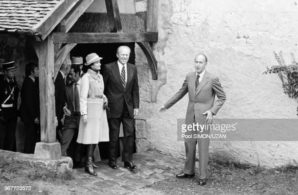 Anne-Aymone Giscard d'Estaing, Gerald Ford et Valéry Giscard d'Estaing lors du sommet monétaire de Rambouillet le 17 novembre 1975, France.