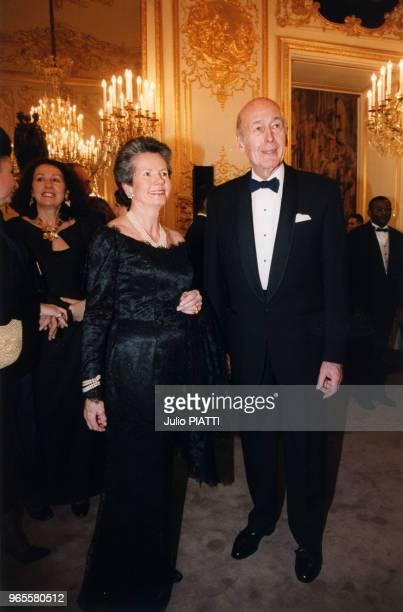 AnneAymone Giscard d'Estaing Présidente de la Fondation pour l'Enfance et Valéry Giscard d'Estaing au gala organisé au profit de la fondation à...