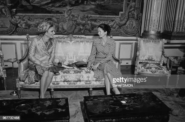 AnneAymone Giscard d'Estaing reçoit Farah Pahlavi à l'Elysée lors du voyage officiel du Shah d'Iran à Paris le 25 juin 1974 France