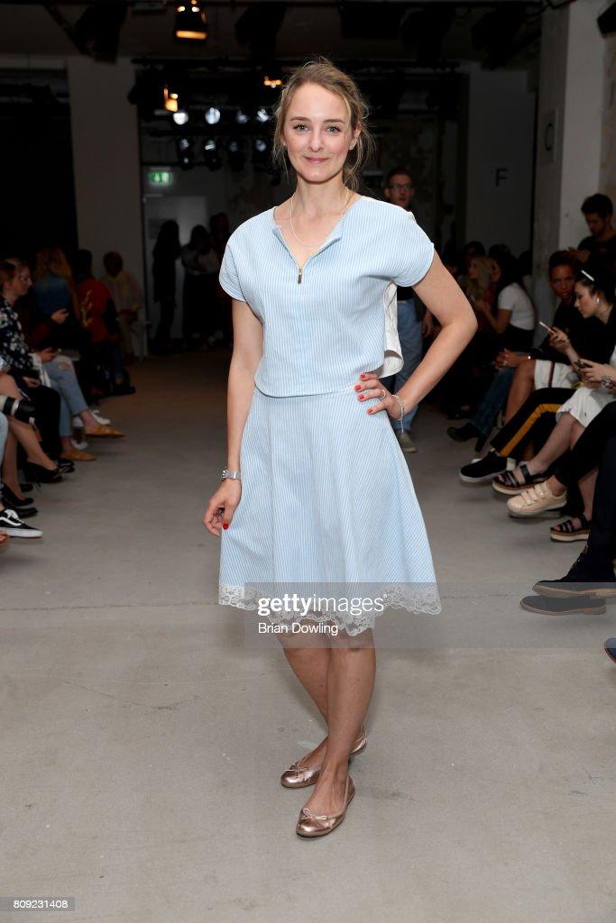 Rebekka Ruetz Arrivals - Mercedes-Benz Fashion Week Berlin Spring/Summer 2018 : Nachrichtenfoto