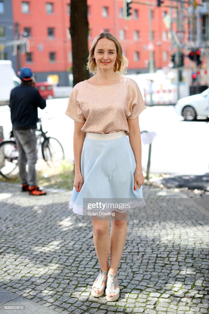 Street Style Day 1 - Mercedes-Benz Fashion Week Berlin Spring/Summer 2018 : Fotografía de noticias
