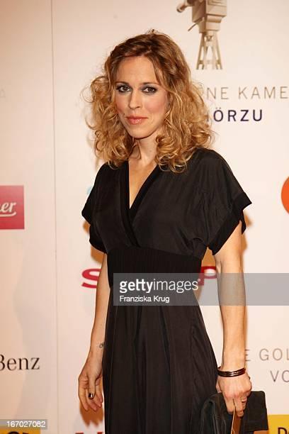 Anneke Kim Sarnau Bei Der Verleihung Der Goldenen Kamera In Berlin Am 060208