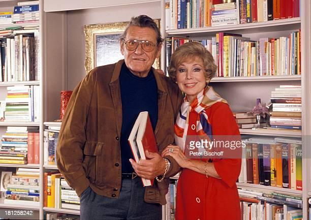 Anneliese Rothenberger Ehemann Gerd Dieberitz Homestory Schweiz/Salenstein Wohnzimmer Buch Brille Sängerin Promis Prominente Prominenter