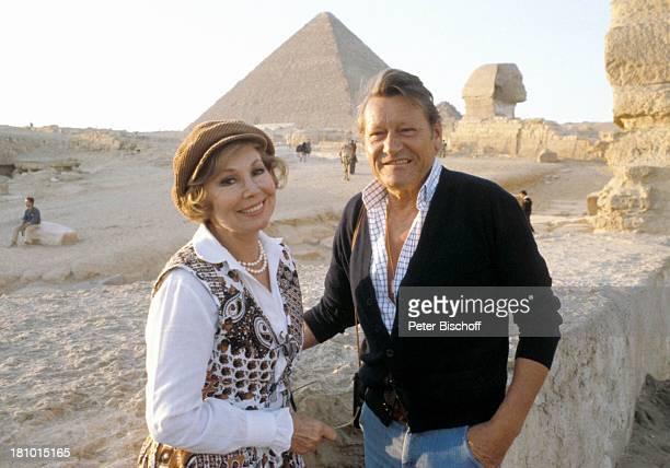"Anneliese Rothenberger, Ehemann Gerd W. Dieberitz, Urlaub, Kreuzfahrt ""MS Europa"", Gizeh/Kairo/Ägypten/Afrika, , Sängerin, Mann, Pyramide, Pyramiden,..."