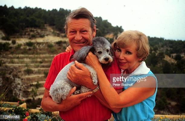 Anneliese Rothenberger Ehemann Gerd WDieberitz Altea/Spanien UrlaubFerienhaus Ferienvilla Hund 'Darko'Pudel Tier