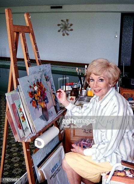 Anneliese Rothenberger Gemälde Bild Atelier privat Moderatorin Sängerin Opernsängerin Promis Prominente Prominenter