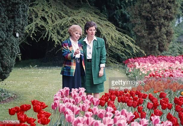 Anneliese Rothenberger Gräfin Sonja Bernadotte Insel Mainau Bodensee Deutschland Europa Schloßgarten Tulpen Blumen Park Baum Moderatorin Sängerin...