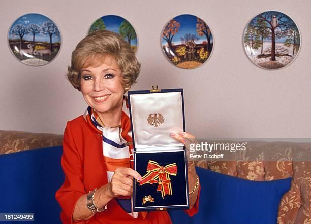Anneliese Rothenberger Homestory Schweiz/Salenstein Wohnzimmer Bundesverdienstkreuz Sängerin Promis Prominente Prominenter