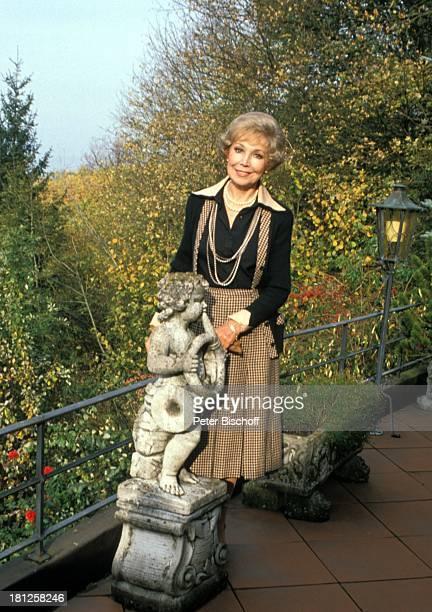 Anneliese Rothenberger Homestory Schweiz/Salenstein Teerasse Gelaender Skulptur Sängerin Promis Prominente Prominenter