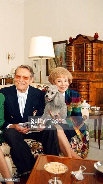 Anneliese Rothenberger mit Ehemann Gerd WDieberitz Insel Mainau am BodenseePudel Hund Tier